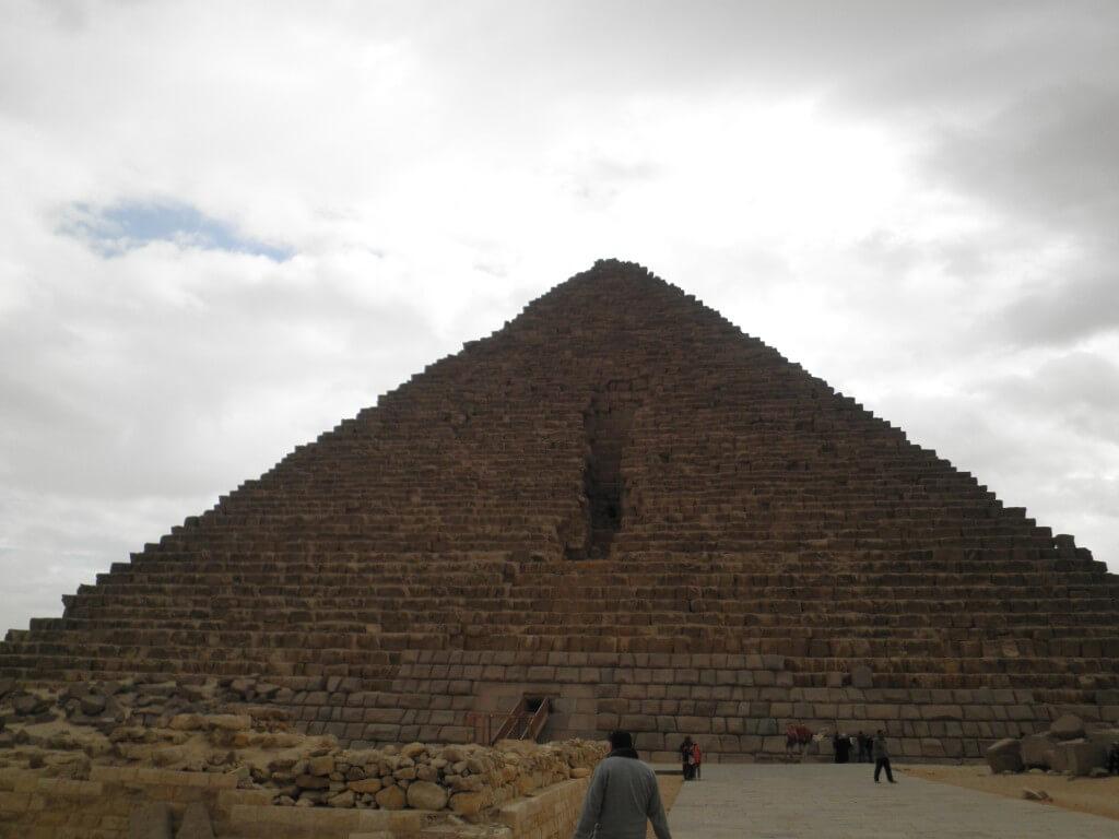 メンカウラ王のピラミッド ギザ