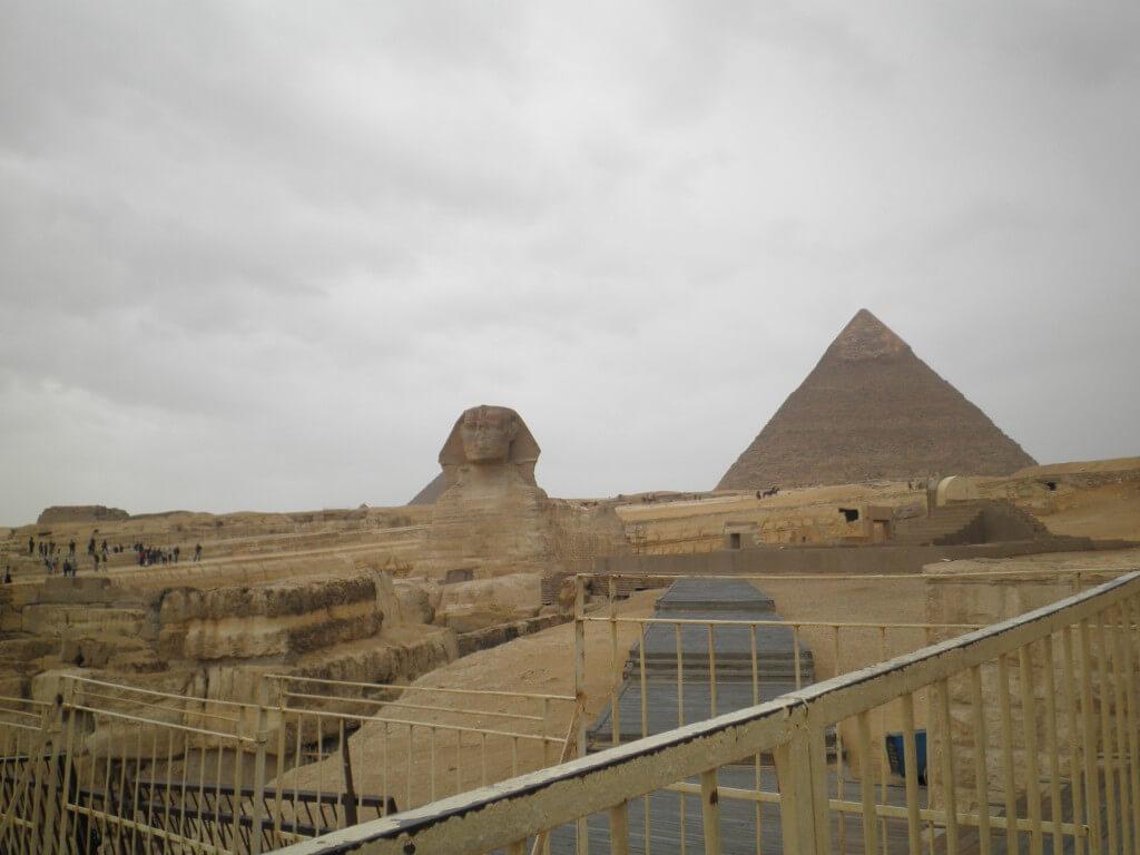 スフィンクス ギザのピラミッド