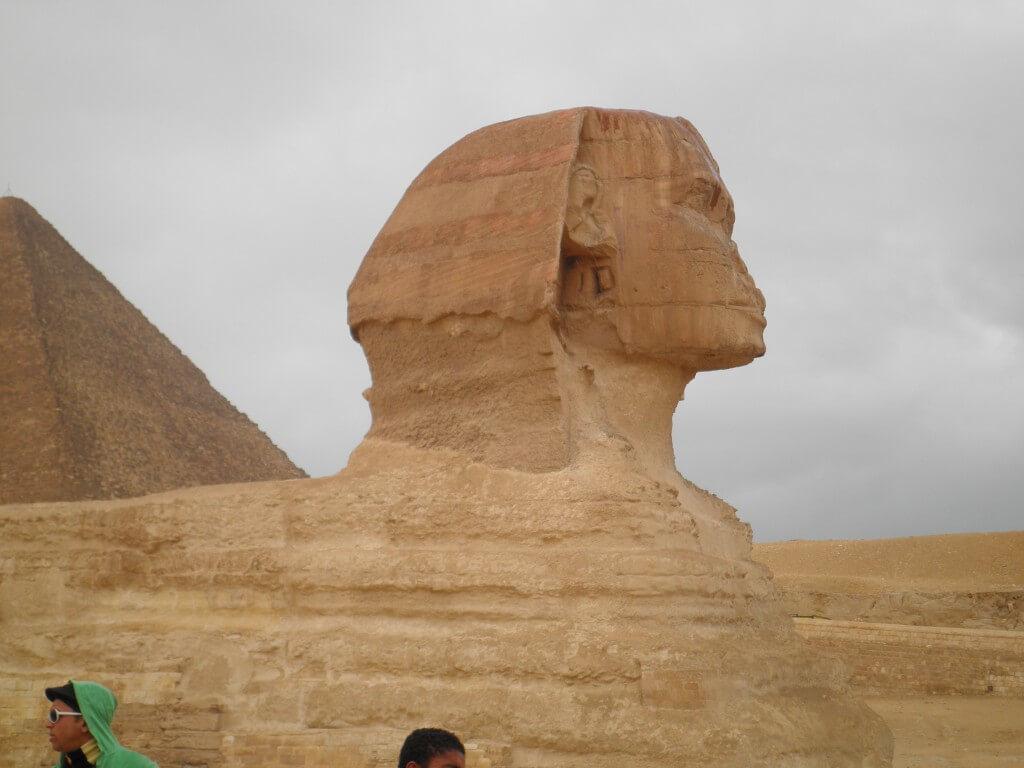 スフィンクス 髭はない ギザのピラミッド