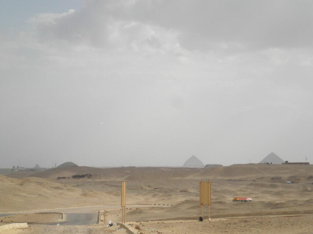 赤のピラミッドと屈折ピラミッドと真正ピラミッド
