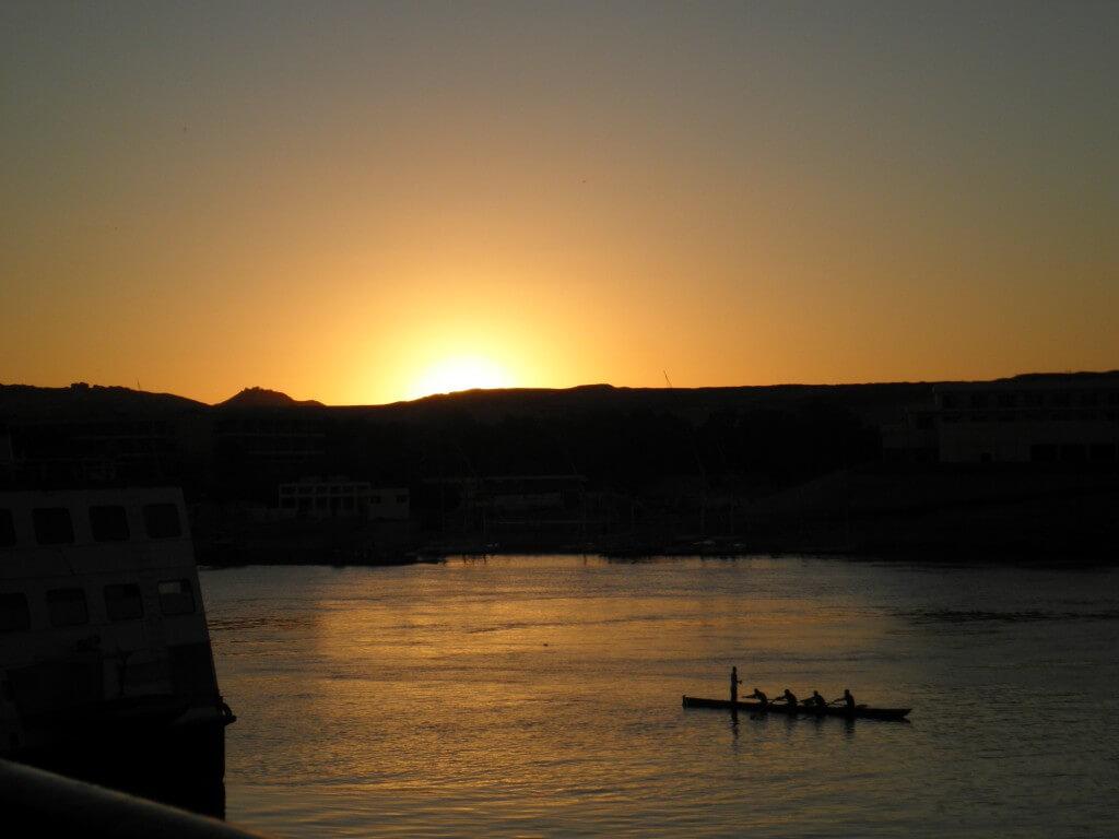 ナイル川に沈む夕日 アスワン