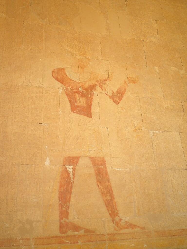 ハトシェプスト女王葬祭殿 壁画 色がついている