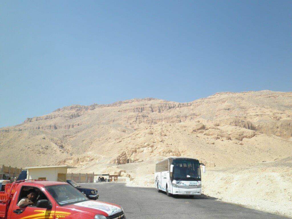 ハトシェプトの後は王妃の谷とメムノンの巨像観光