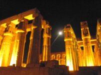 ルクソール神殿 満月 ライトアップ