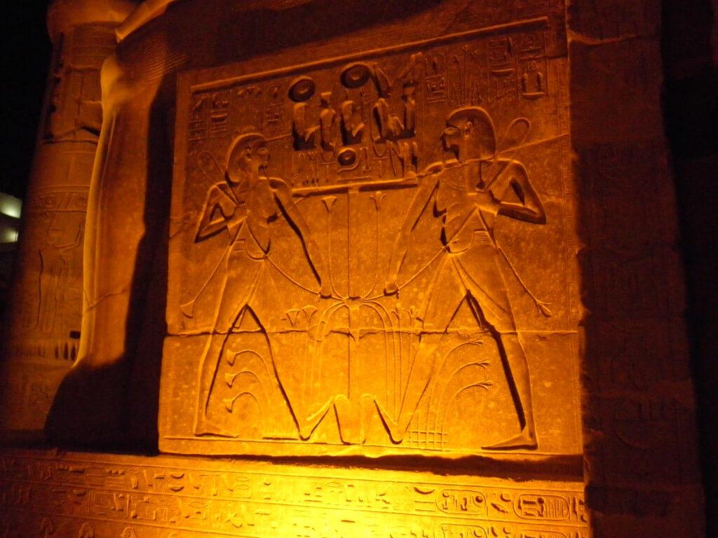 ルクソール神殿 ライトアップ