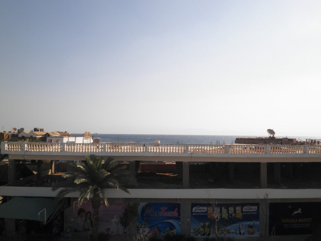 エジプト ダハブ ディープブルーの屋上からの眺め