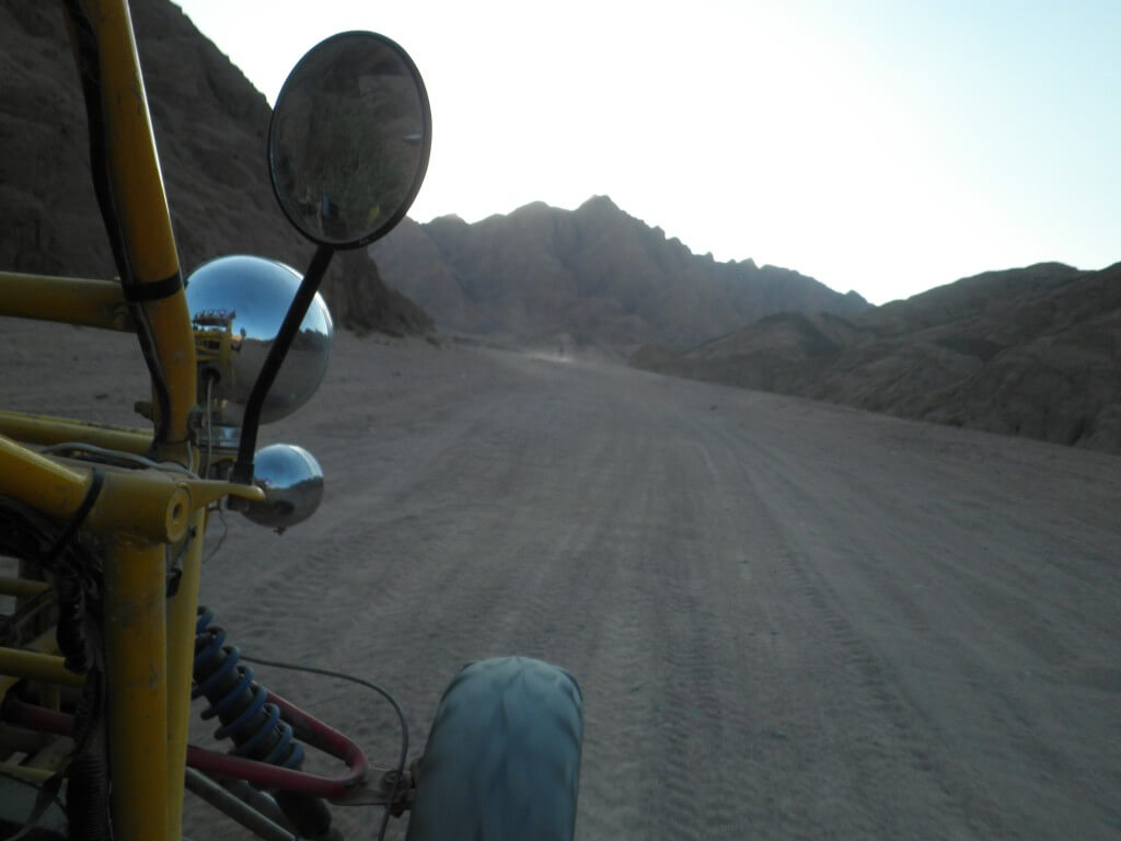 ダハブ 砂漠 バギー ランデブー