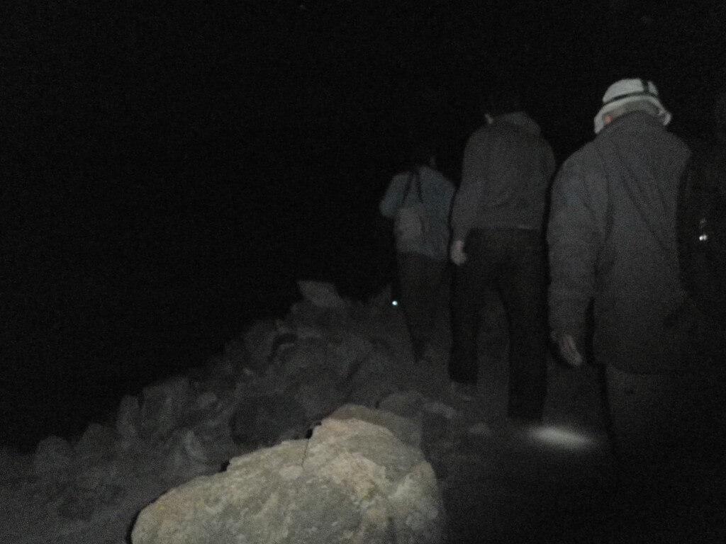 シナイ山ツアー 真っ暗 懐中電灯必須