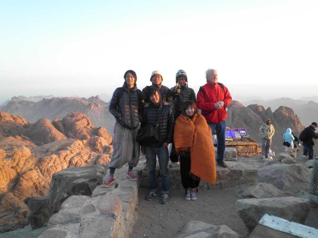 シナイ山朝日みる登山ツアーの記念撮影