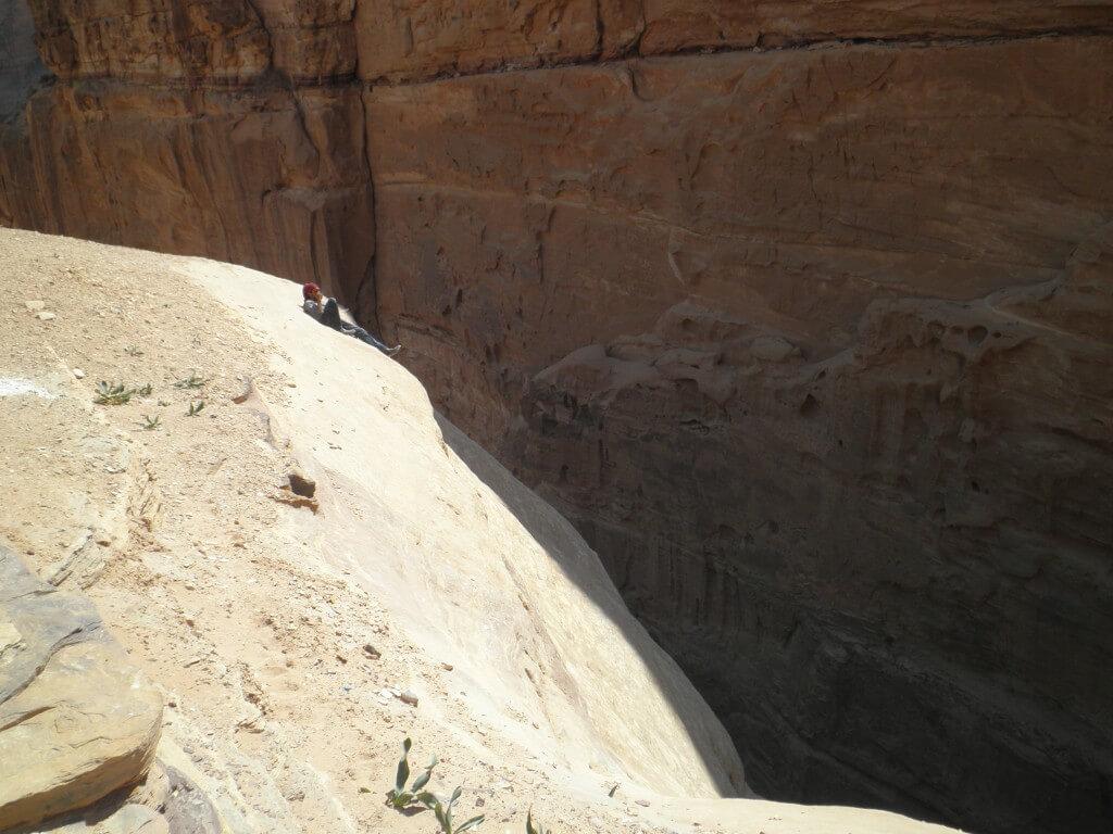 ペトラ遺跡 崖 断崖絶壁