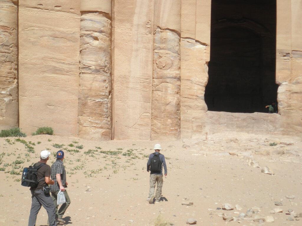 ペトラ遺跡 エド・ディル 大きさ比較