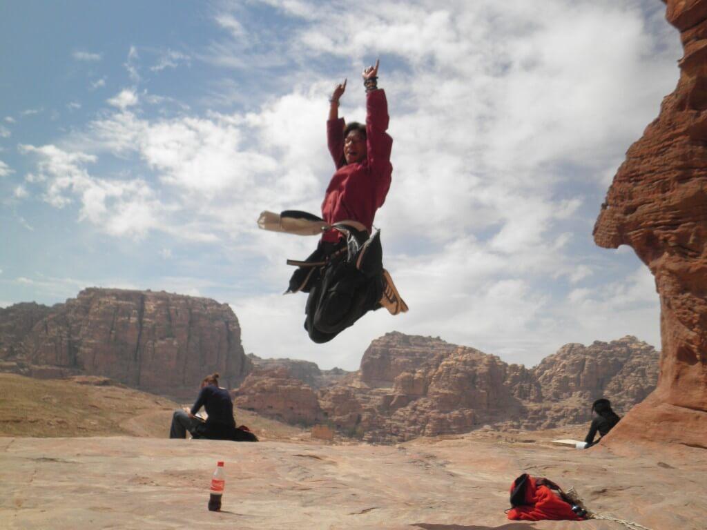 旅人 ジャンプ写真 ペトラ遺跡 ヨルダン 空中浮遊