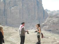 今日の美女 ペトラ遺跡のかわいい観光客カップル