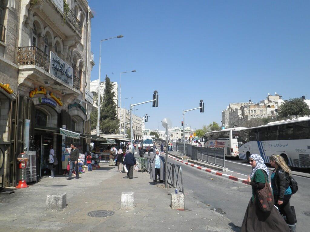 イスラエル側の国境で、まずは荷物検査。いきなりのトラブル発生!!