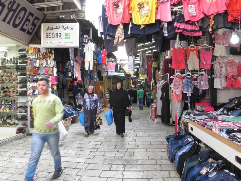 さて、いよいよ本番のイスラエルの入国審査。無事ノースタンプでイミグレ通過できるか!?