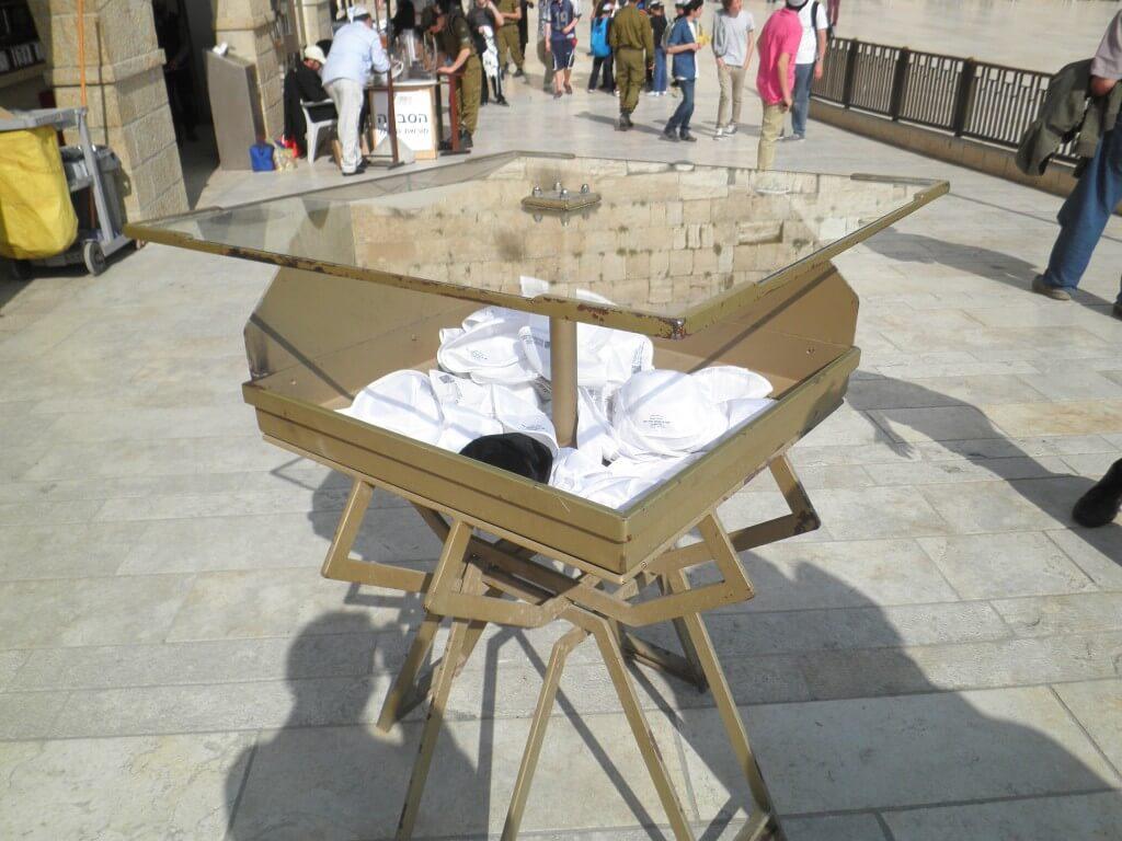 嘆きの壁 エルサレム 観光客用 ハット