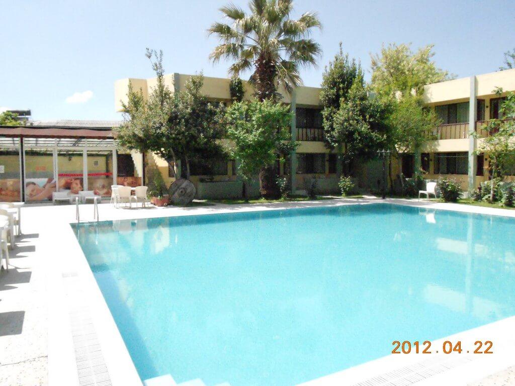 パムッカレといったら有名安宿 Artemis Yoruk Hotel(アルテミス ヨルクホテル)