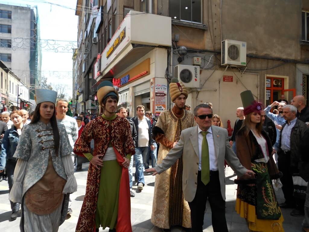 トラブゾン お祭り パレード 民族衣装