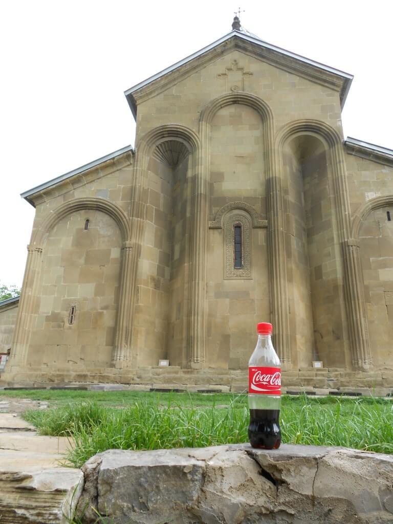 今日のコーラ グルジアの教会とコーラ