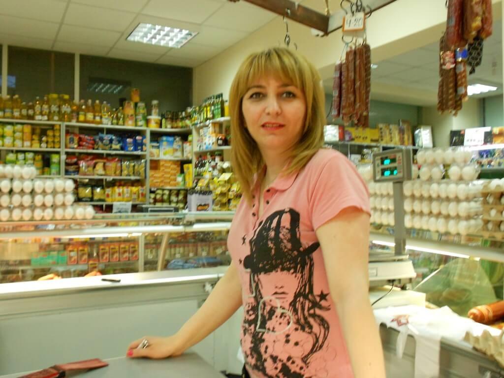 トビリシ スーパーマーケットの女の子
