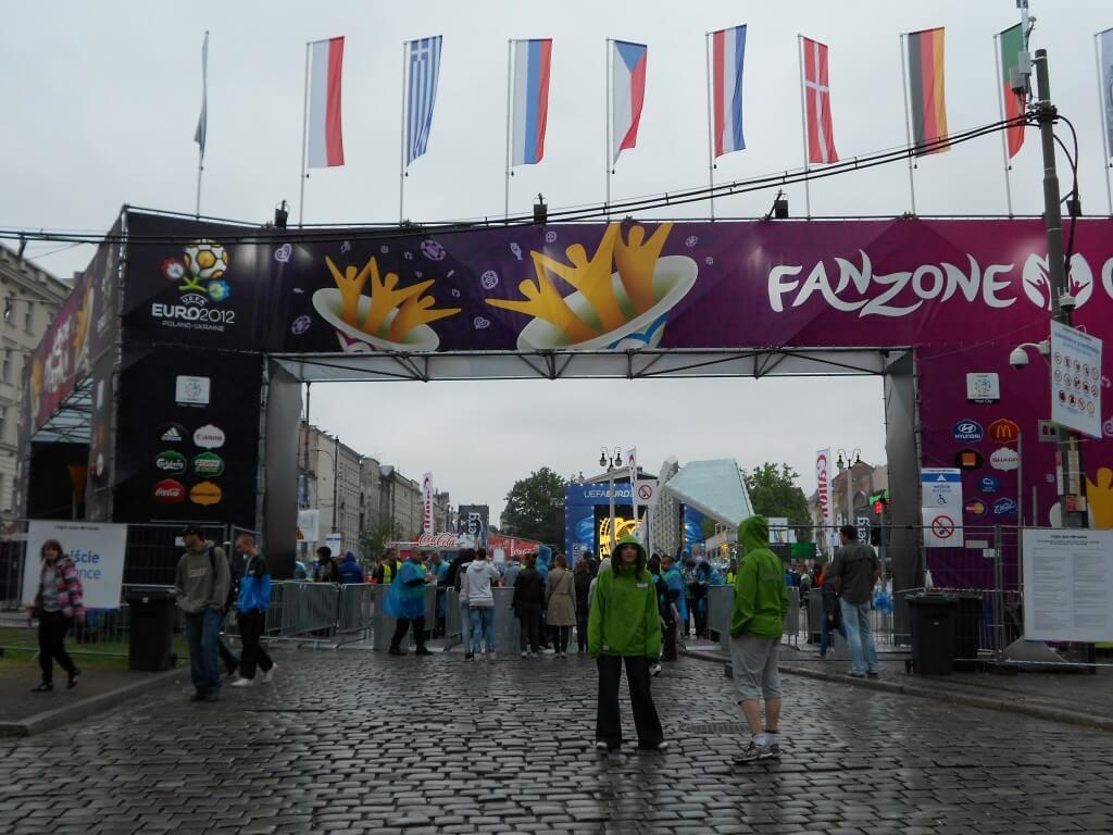 ポズナンのスカイランタン祭りは通年は8000個のランタンが、今年はEURO2012にあわせて一万個以上のランタンのギネスに挑戦する!!