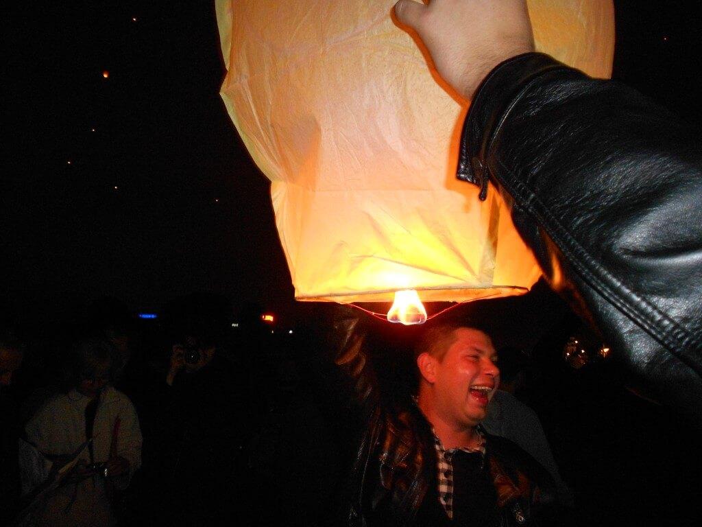 ポズナン 聖ヨハネ祭 スカイランタン(ローイクラトン) 2012 ランタンの組み立て方 飛ばし方