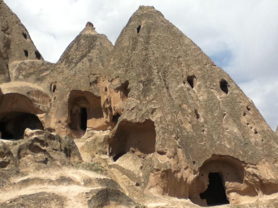 昼食後のカッパドキアのグリーンツアー再会!再度観光。 またも奇岩を眺めてその中に入る!!