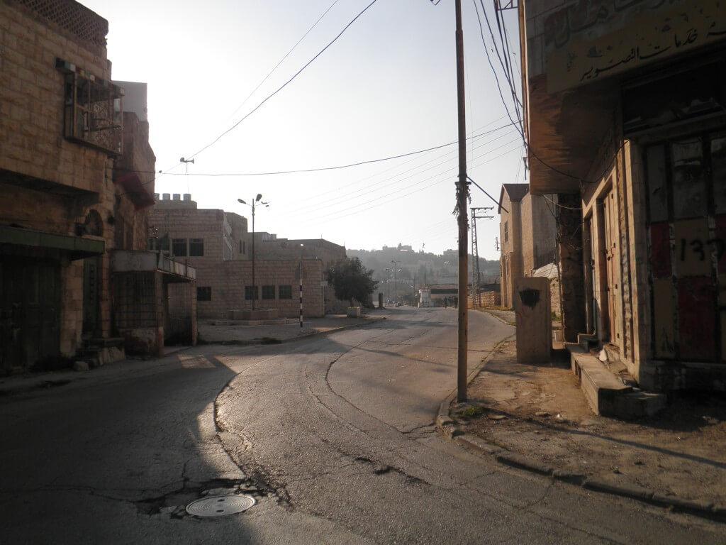 パレスチナ自治区 ヘブロン 監視 イスラエル兵士 ゴーストタウン