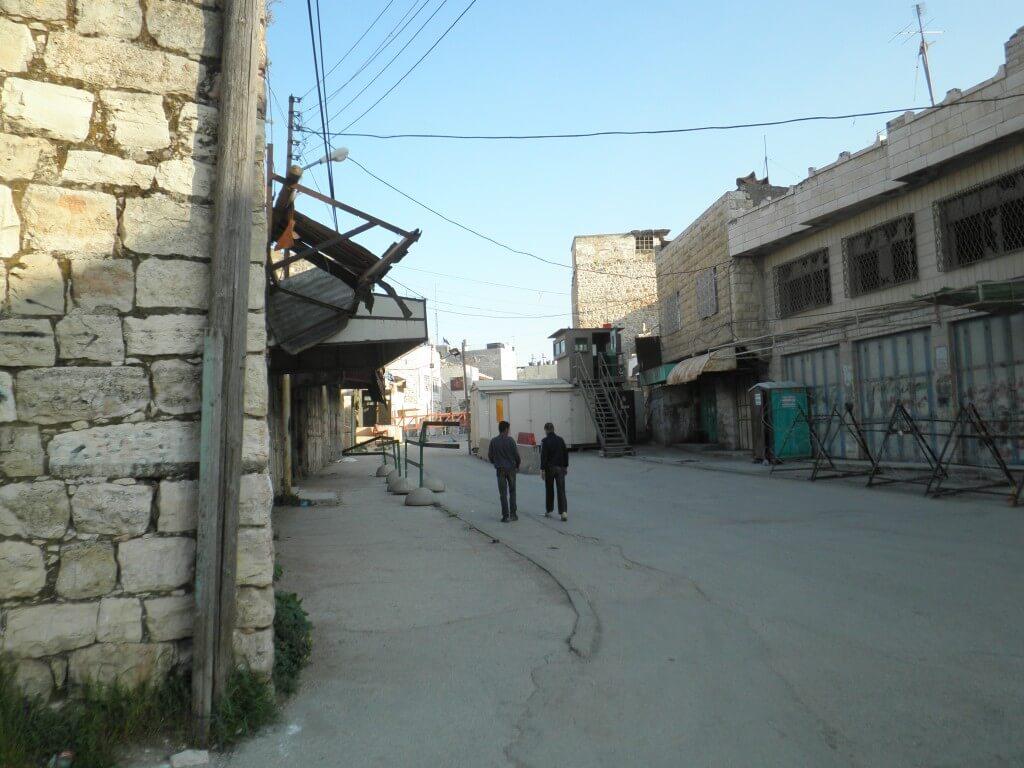 パレスチナ自治区 ヘブロン イスラエル兵に銃を突きつけられてこう言われた。「死にたければあちら側に行っていいよ!」