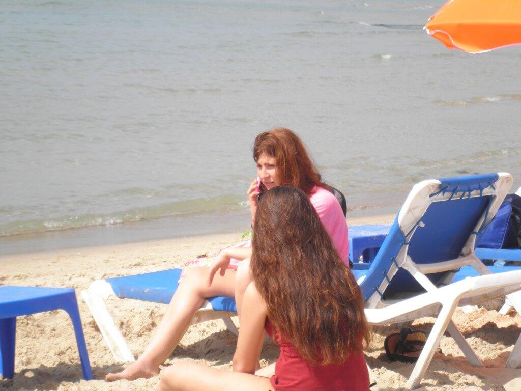 テルアビブ ビーチ 地中海 水着のねーちゃん