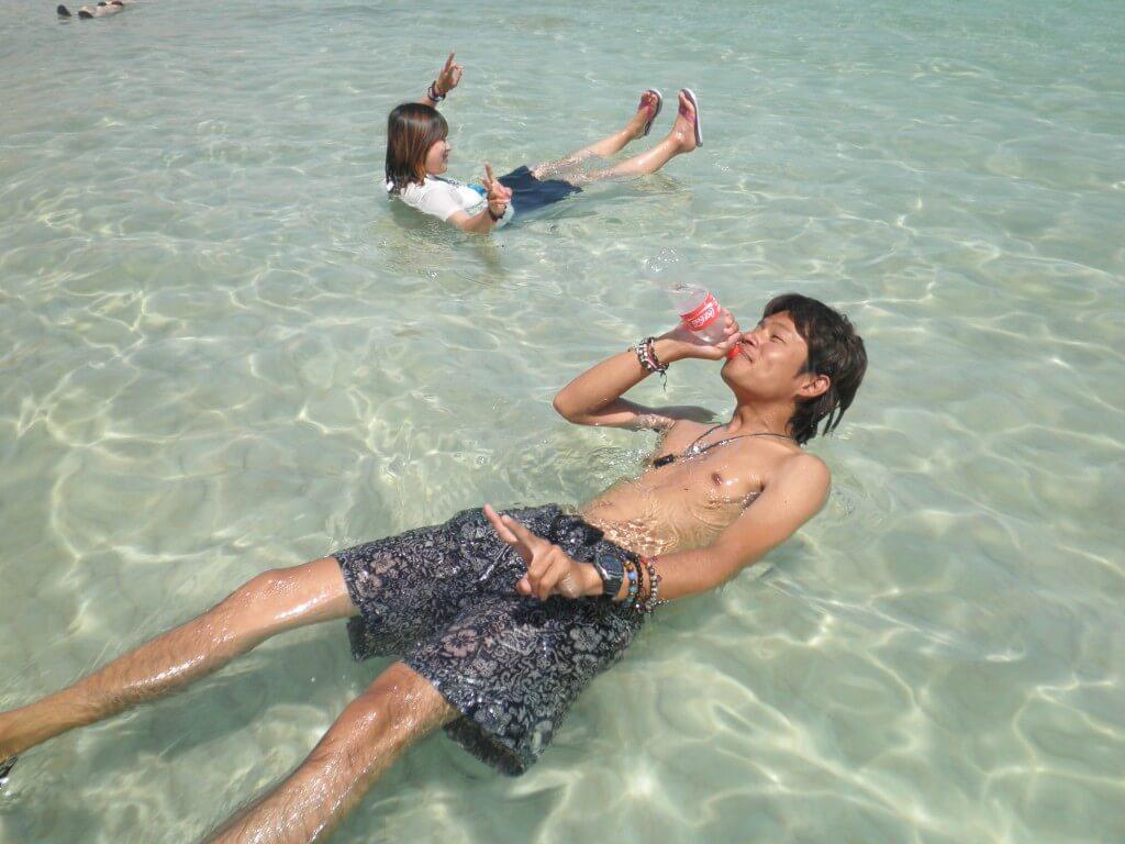 今日のコーラ 死海で浮きながら飲めるよ