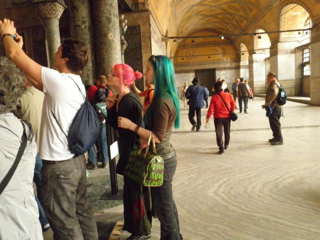 アヤソフィア かわいい女の子の観光客