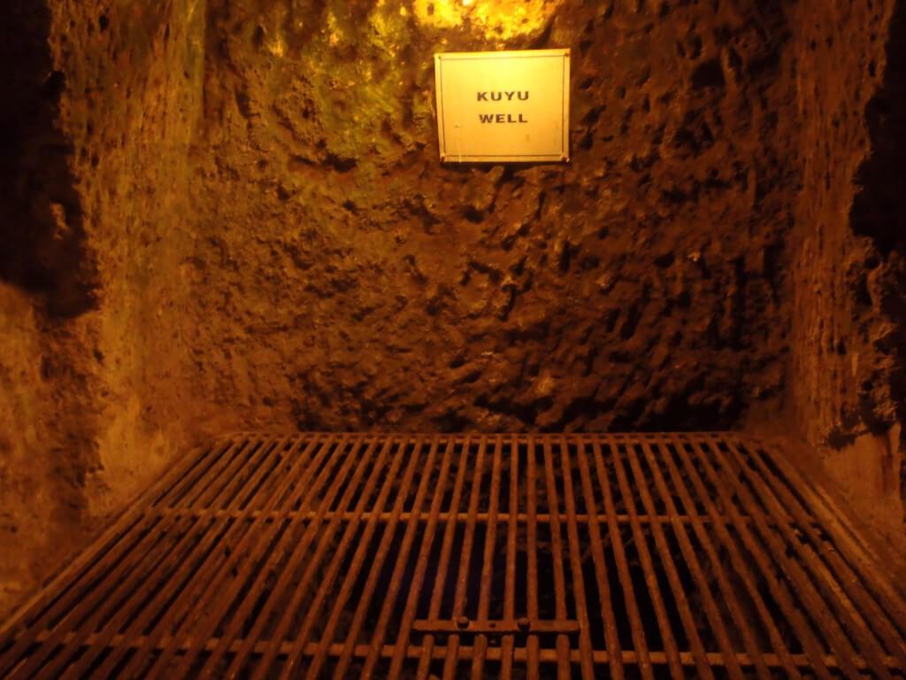 続いてカッパドキアのグリーンツアーはその昔、迫害から逃れて隠れ住んでいた洞窟の中へ。