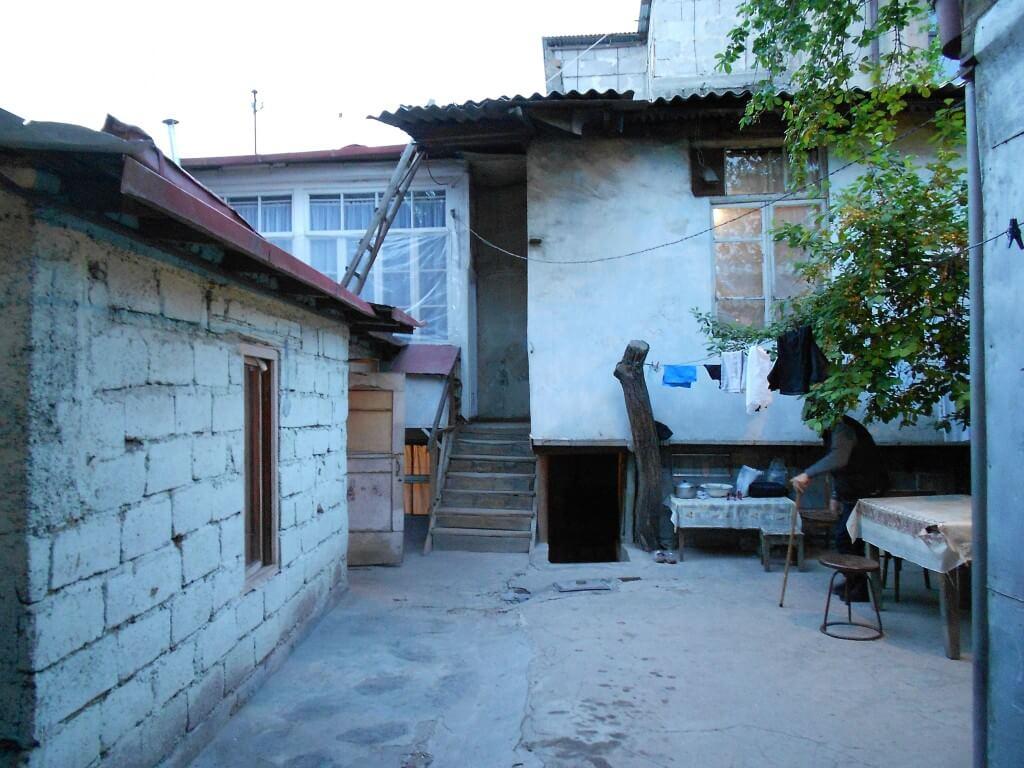 アルメニアといったら旅人の間で有名な日本人宿 「リダの家」