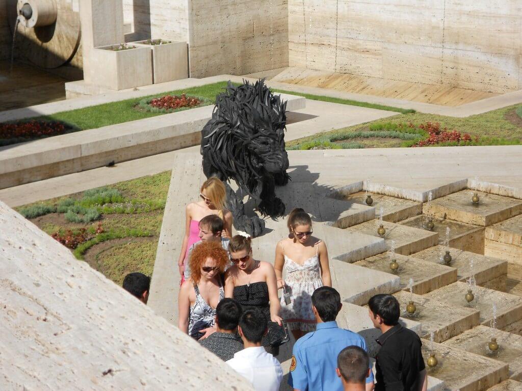 アルメニアはウクライナの次に美人、かわいい女の子が多い国ですよ