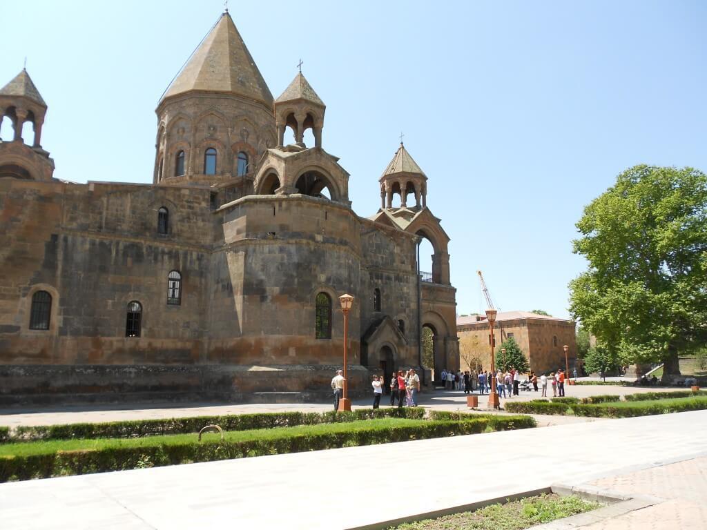 アルメニア総本山といわれる「エチミアジン」