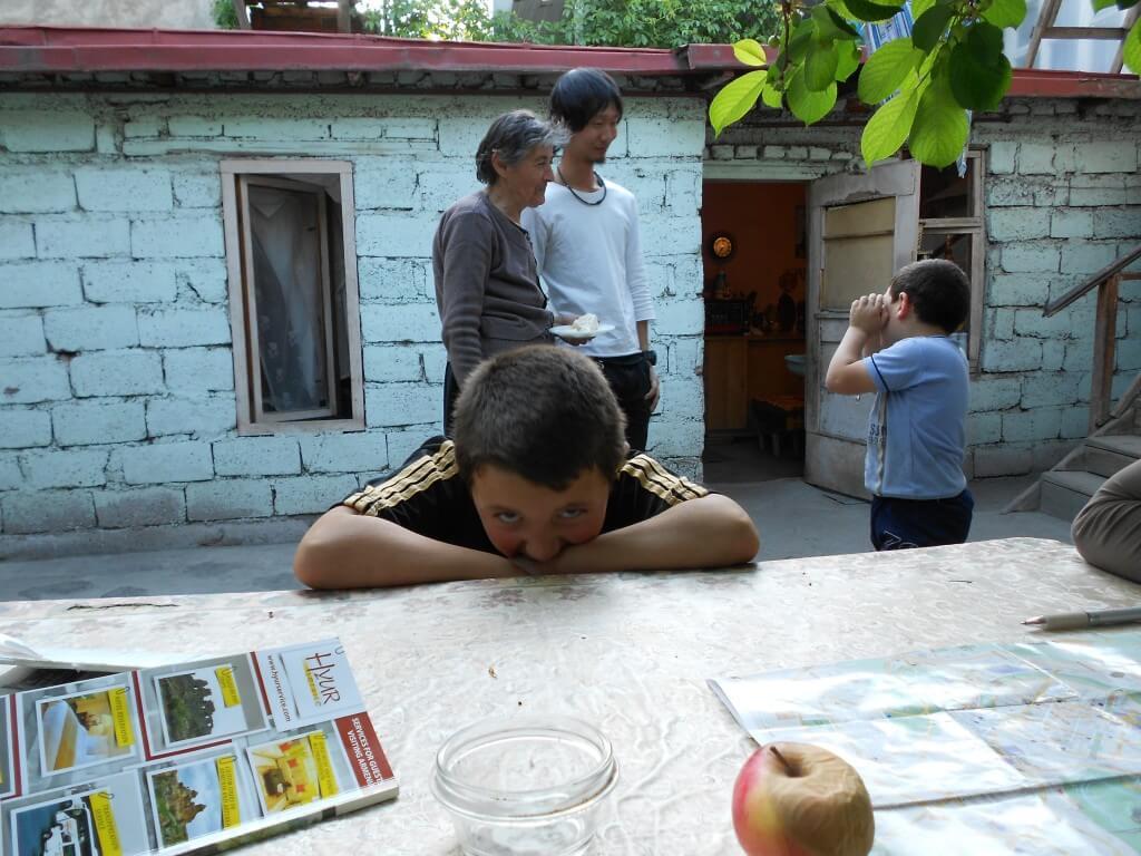 トビリシのネリダリの家へ!ハマムでゲイに遭遇、襲われかけたよ!