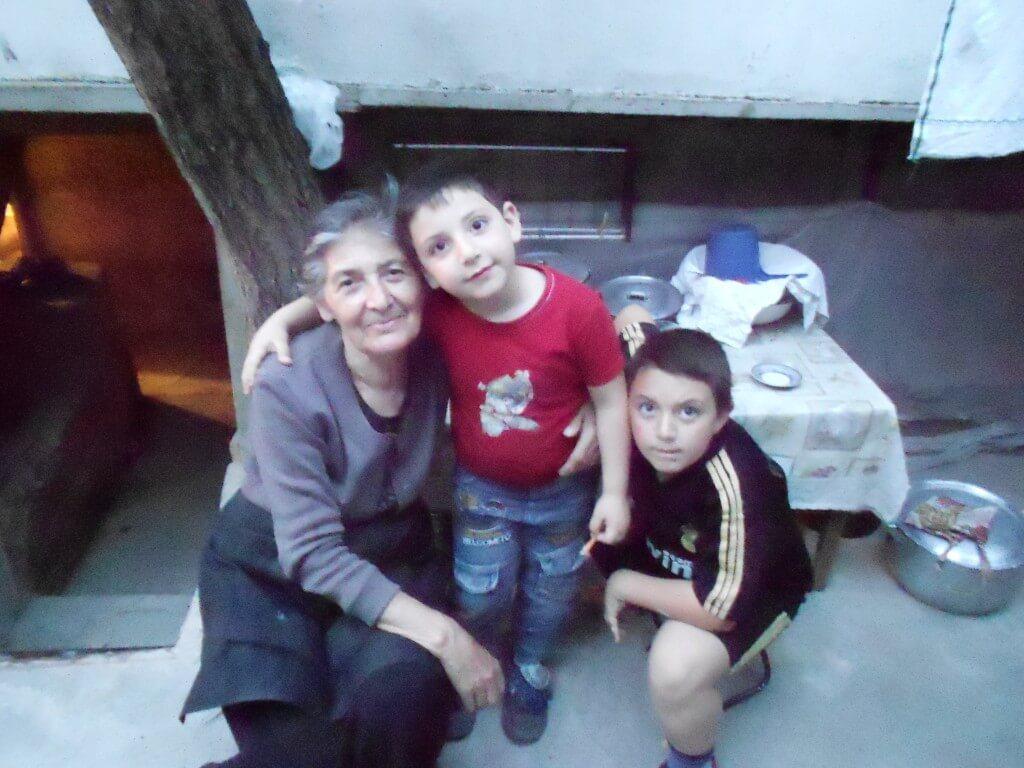 アルメニアといったら旅人の間で有名な日本人宿 「リダの家」 リダおばあちゃんと悪がきの孫