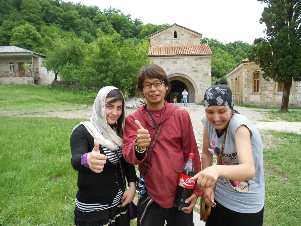 今日のコーラ クタイシのゲラティ修道院で会った女の子達と