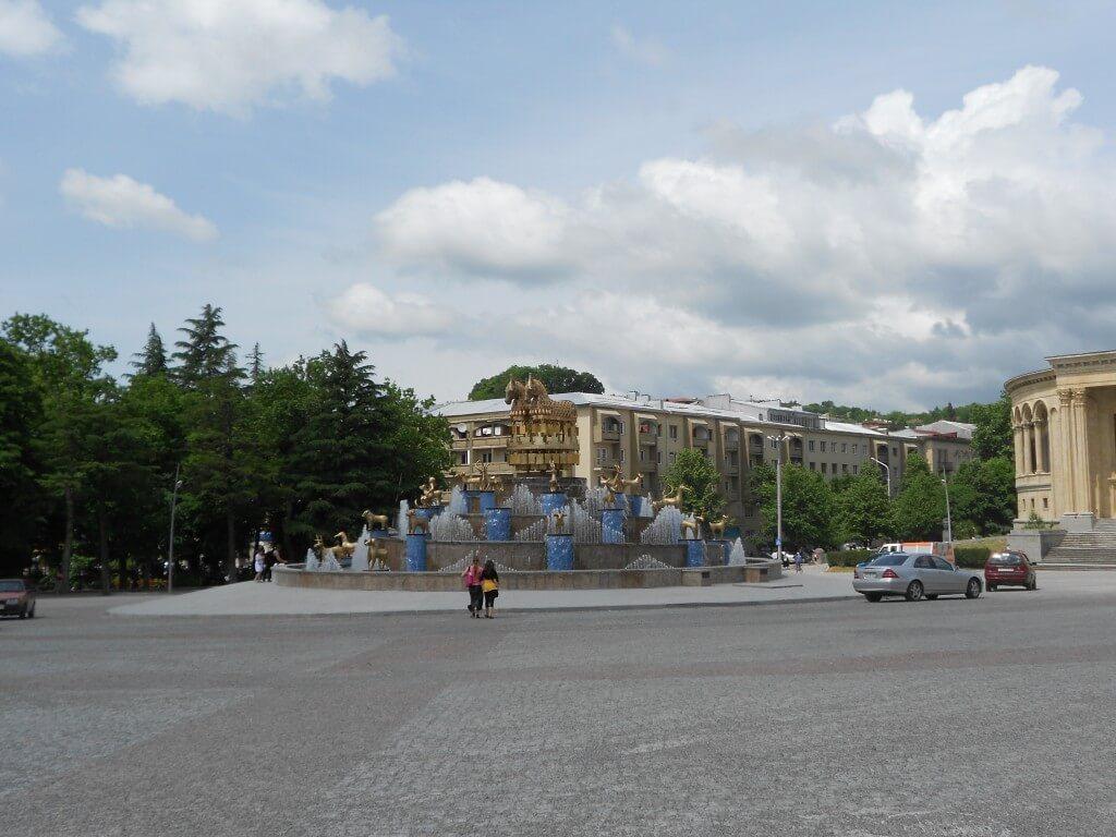 メスヒシュウ記念劇場 クタイシ バス