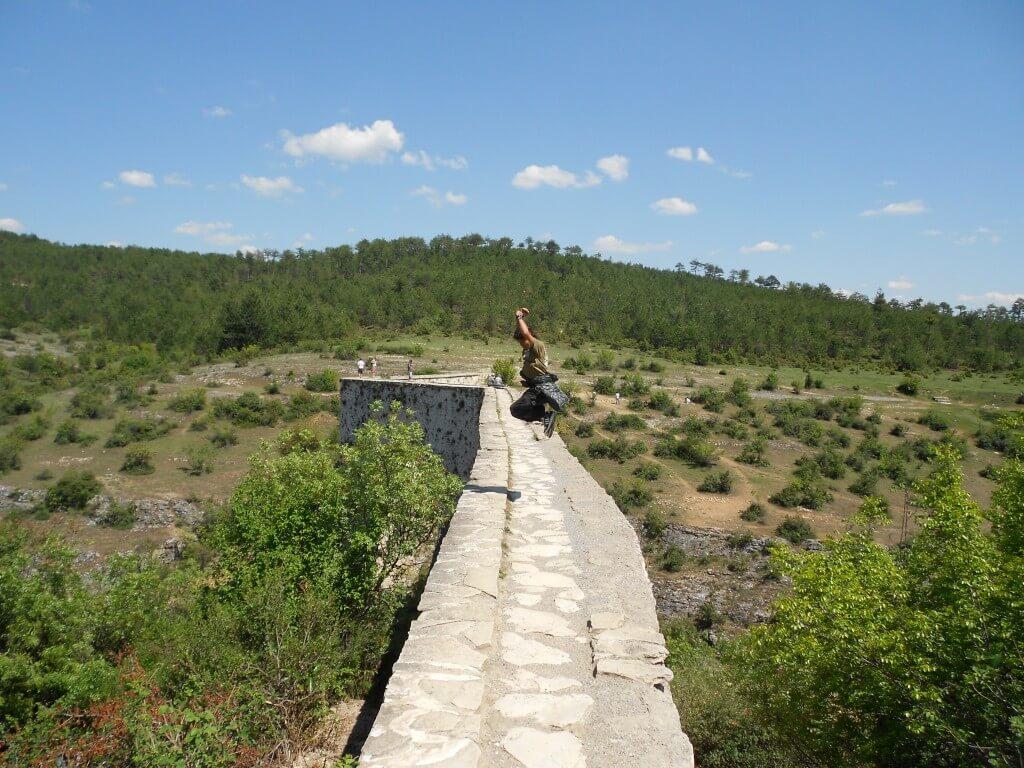 インジェカヤ水道橋 サフランボル 高い ジャンプ写真