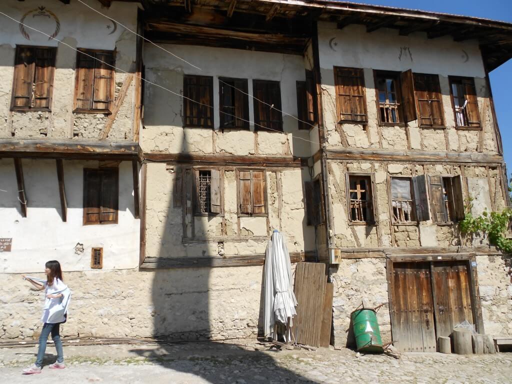 サフランボルのヨリュク村の人はセクハラに金銭要求