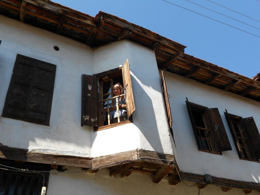 ヨリュク村のおっちゃん。最後に金要求してきた。一緒にいたトルコ人も呆れ顔