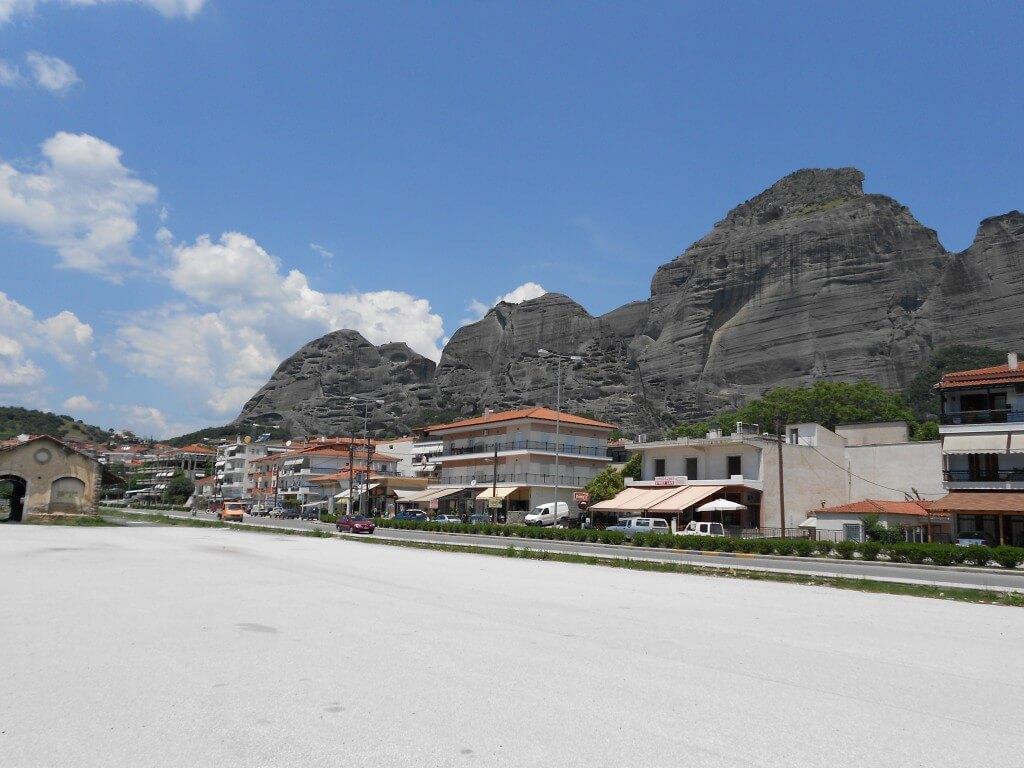 世界の絶景「メテオラの修道院群」へ!アテネからカランバカへの行き方は?