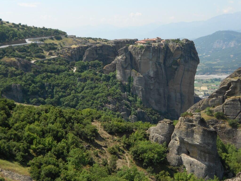 まとめ 奇岩の上、崖の上にそびえたつ、天空のメテオラ修道院群はおすすめ絶景観光地です!