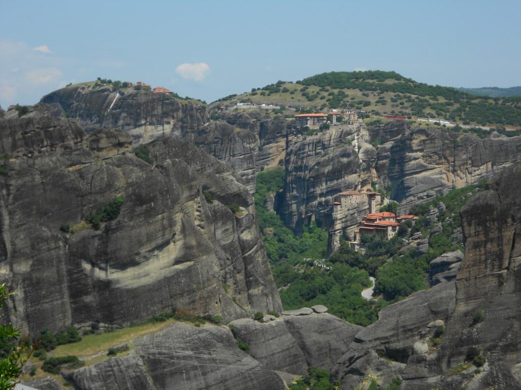 アギア・トリアダ修道院から他のメテオラ修道院群がよく見える
