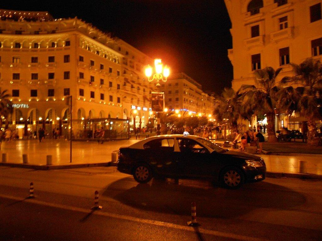 テッサロニキ 中心地 夜の街並み