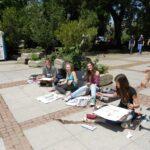 今日の美女 ソフィアで絵を描いていたブルガリア人の大学生