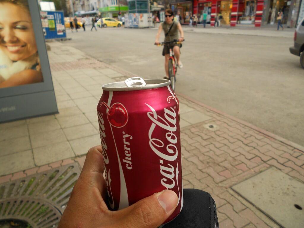 今日のコーラ ブルガリアのソフィアで見つけたチェリー味のコーラ