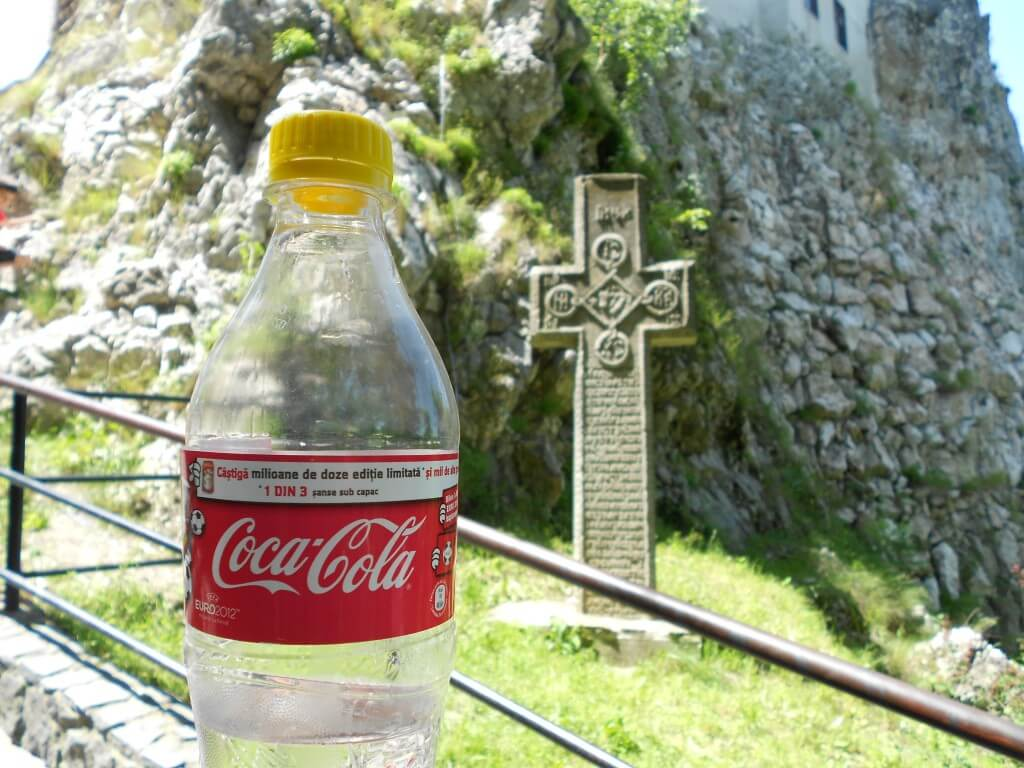 今日のコーラ 十字架といえば!?